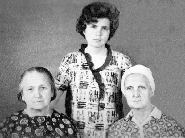 Автор воспоминаний, Ирина Захаровна Заславер, в молодости