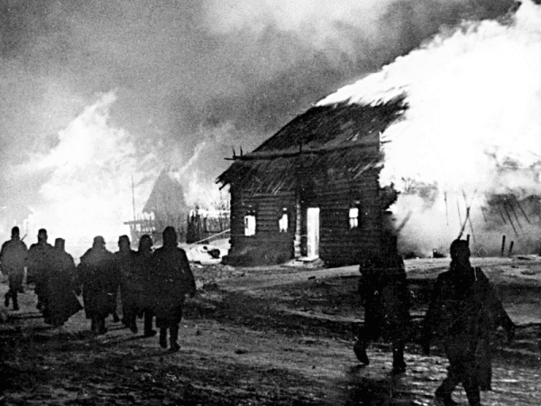 Война. Немцы сжигают деревню